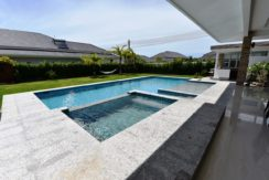 04 Pool with jacuzzi and wet deck section