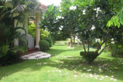 06 Large lush gardens around the house