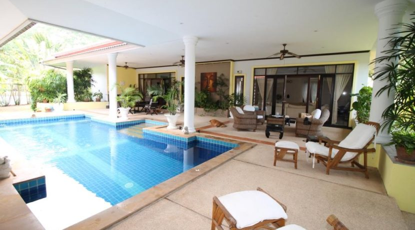 13 Patio sofa group next to pool