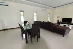 20 Dining area next to kitchen 2