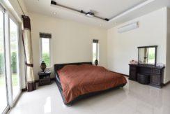 31A Spacious master bedroom