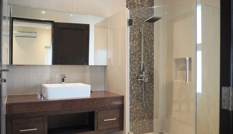 35 Ensuite master bathroom