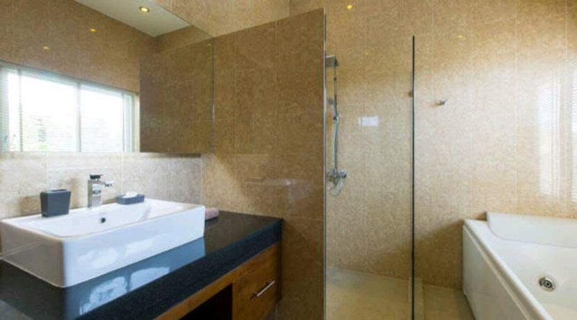 35A Ensuite master bathroom