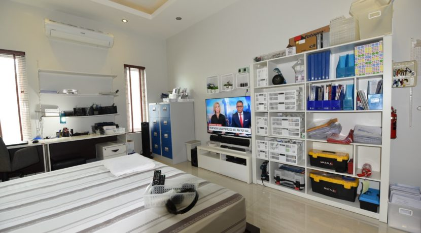 41 Bedroom furnished for combined office