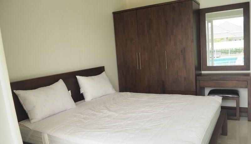 70 Guest bedroom