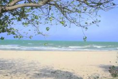 90 Direct beach access