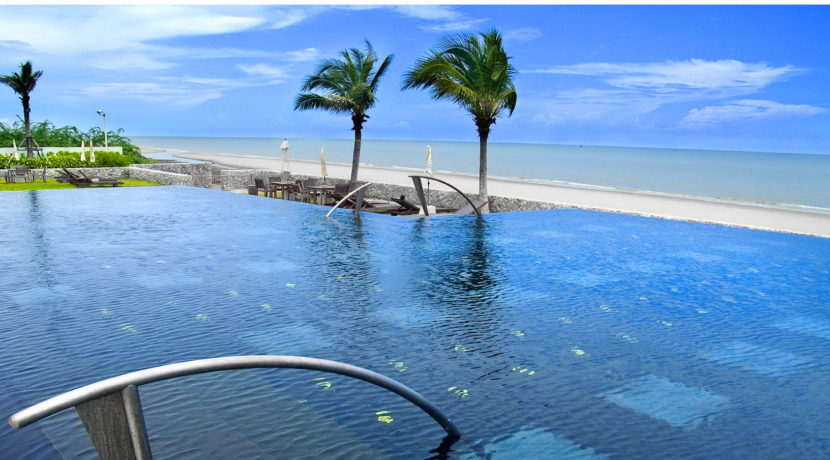 91 Beachfront infinity pool