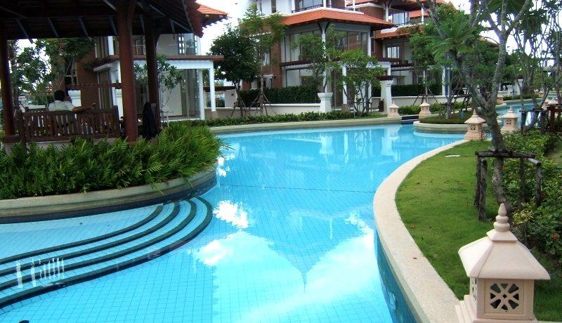 92 Large lagoon pool 15000 sqm