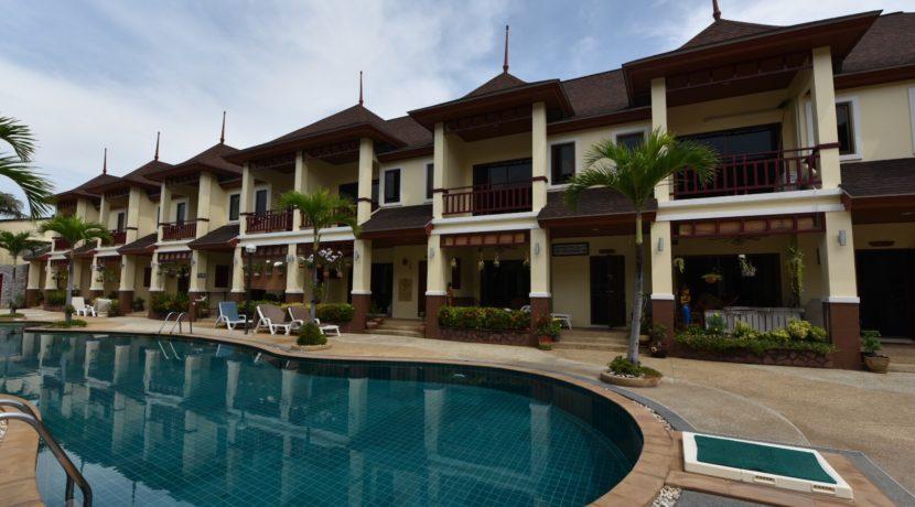 02 Large communal Swimming pool