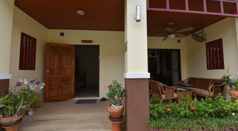04 House entrance with veranda