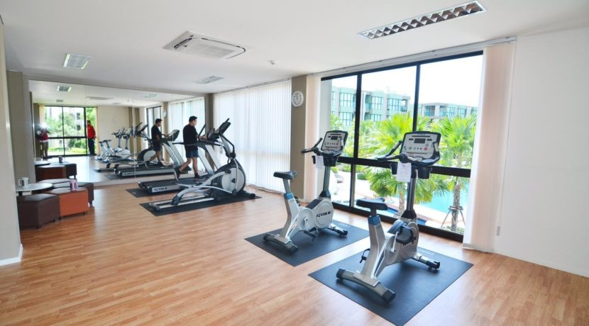 04 Well equipped fitness center