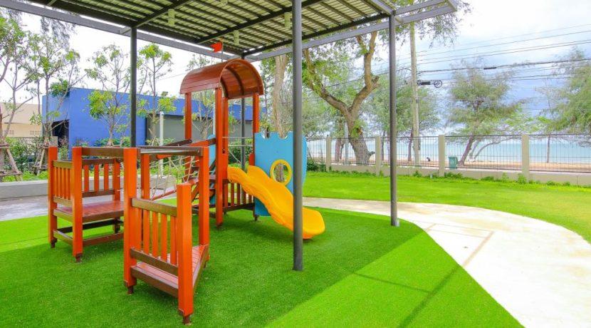 07 Kids playground