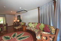 12 Tasteful furniture and decor