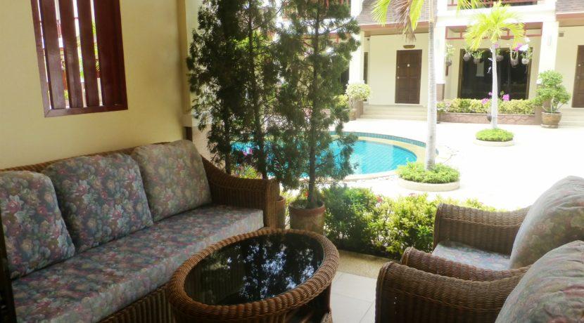 15 tastefully furnished front terrace