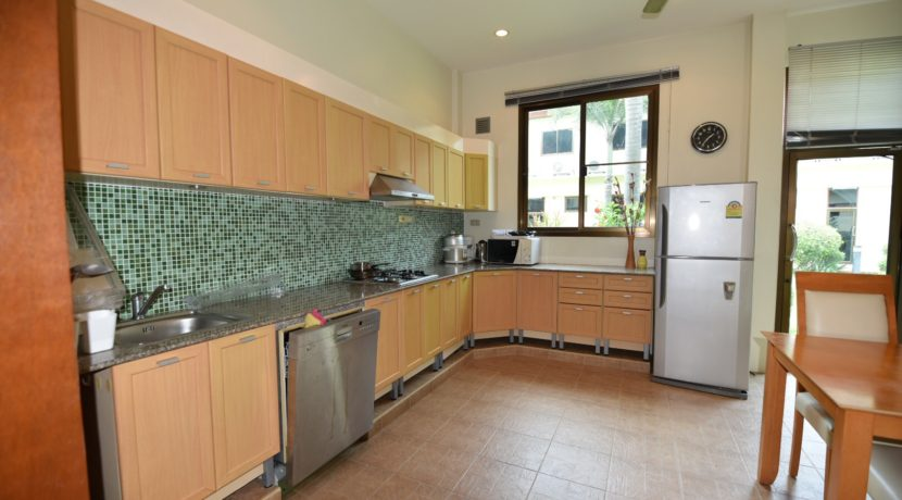21 Fully fitted well equipped open kitchen