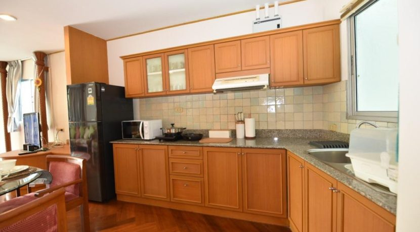 25 Fully fitted open kitchen 1