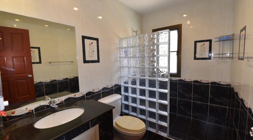 31 Ensuite master bathroom 1