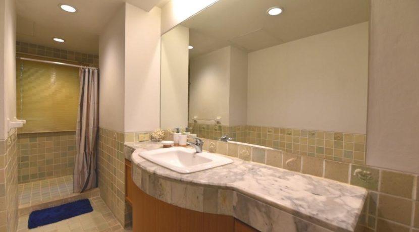 35 Ensuite master bathroom 5