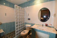 41 Bathroom 2