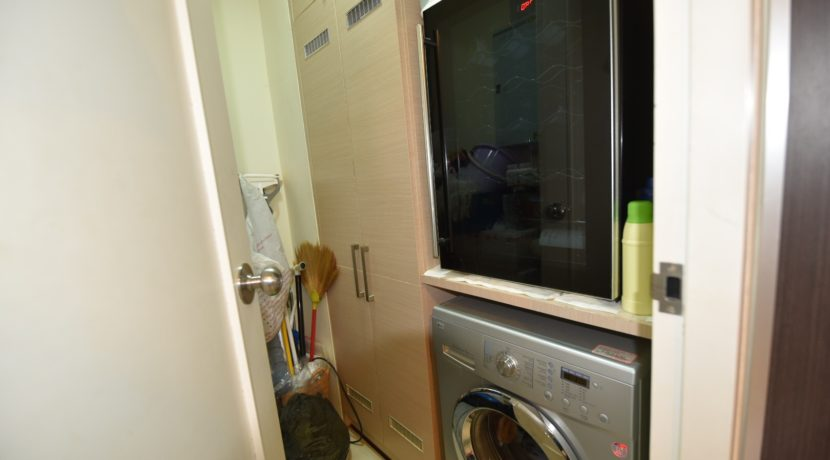 51 Utility room with Washing machine & wine cabinet