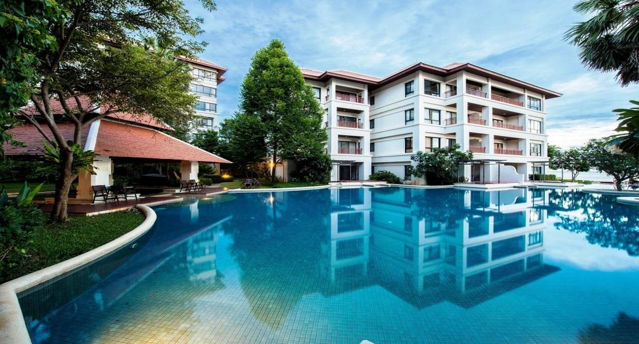Exceptional Beachfront Apartment in Hua Hin/Khao Tao at Santipura