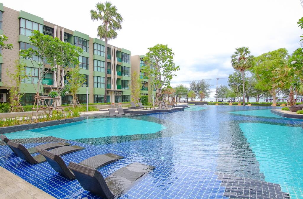 Luxury Beachfront Condo in Cha-am at Lumpini Park Beach