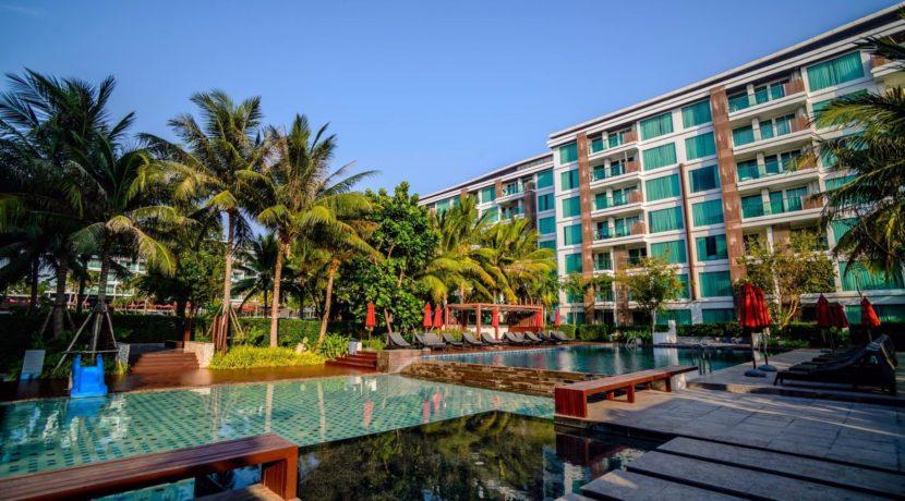 02 Amari Residence swimming pool 1