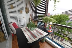 16 Furnished balcony with great view