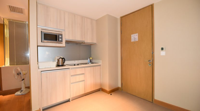 25 Fully fitted open kitchenette