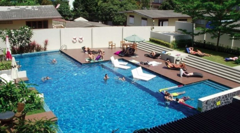 90 Pool with kids area