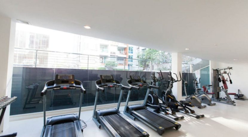 05 Well-equipped gym room