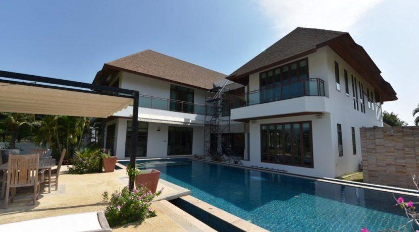 06 Large pool - patio area