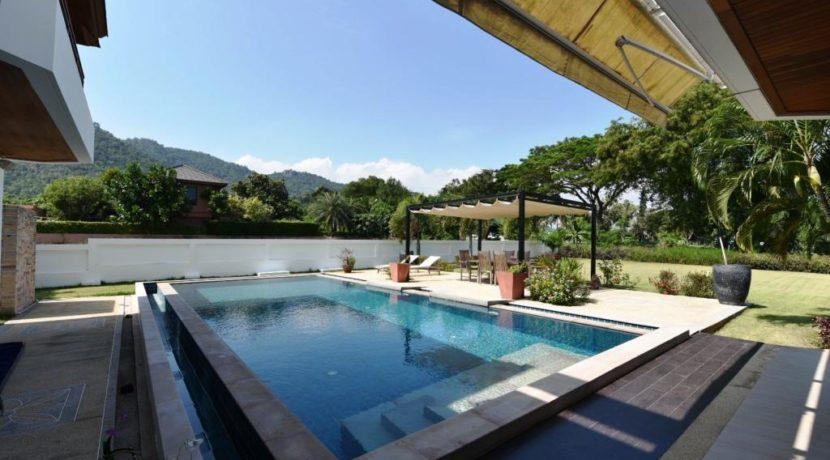07 70 sqm large swimming pool