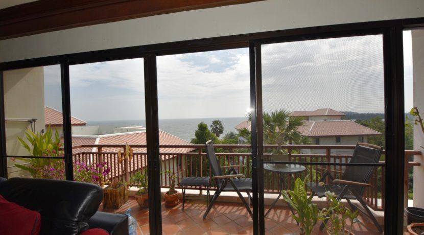 13 Large furnished balcony 1