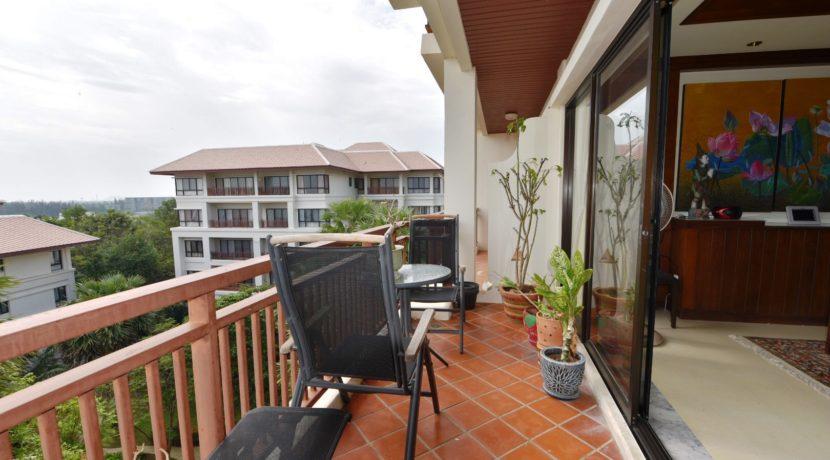 14 Large furnished balcony