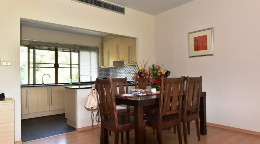 25 Dining area next to kitchen
