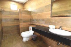 35 Ensuite master bathroom 3