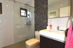 45 Ensuite bathroom #2 (and guest washroom)