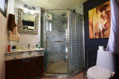 45 Ensuite bathroom2
