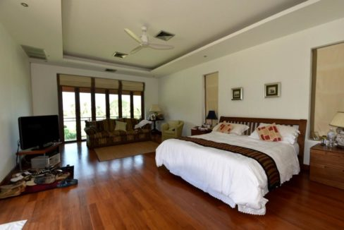 50 Spacious master bedroom