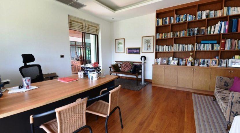 80 Separat office room