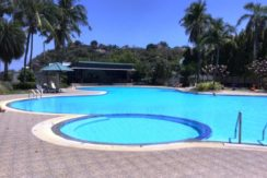 90 Large swimming pool with accosiated kids section