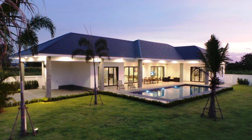 05 Villa with evening illumination