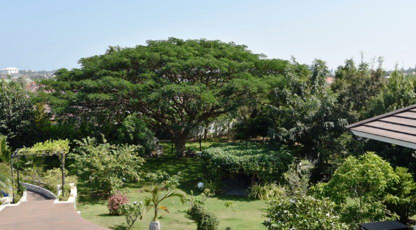 06 Marvelous landscaped gardens