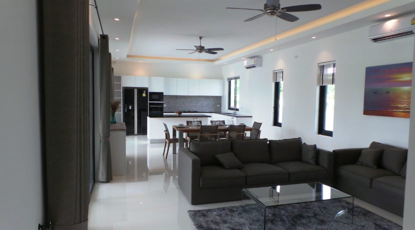 10 Spacious living dining lounge