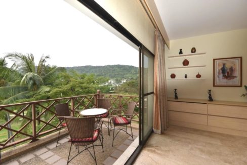 15 Large furnished balcony