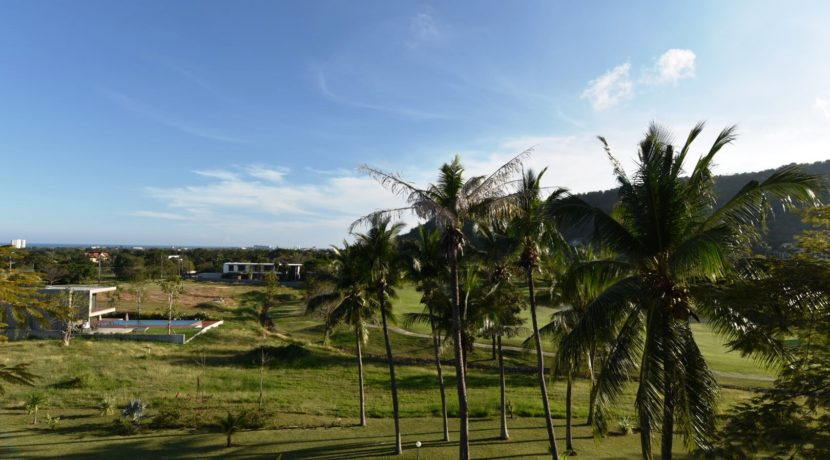 16 Great views to golf course