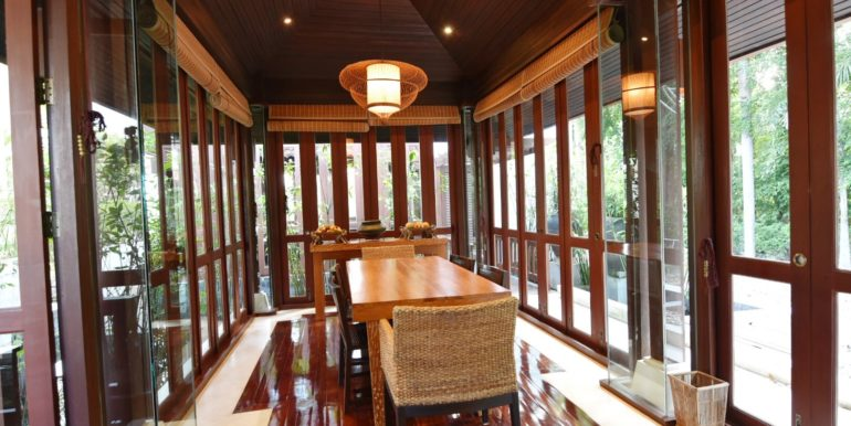 20 Dining room next to sala