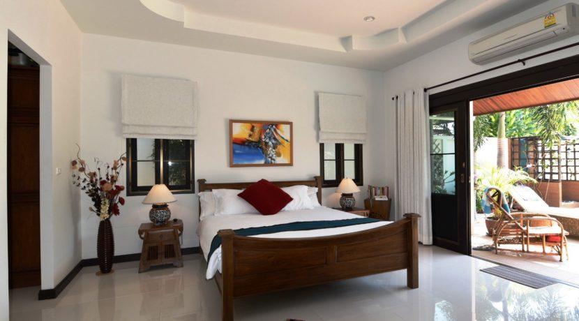 30 Spacious master bedroom with walkin closet