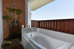 36 Outside bathtub balcony